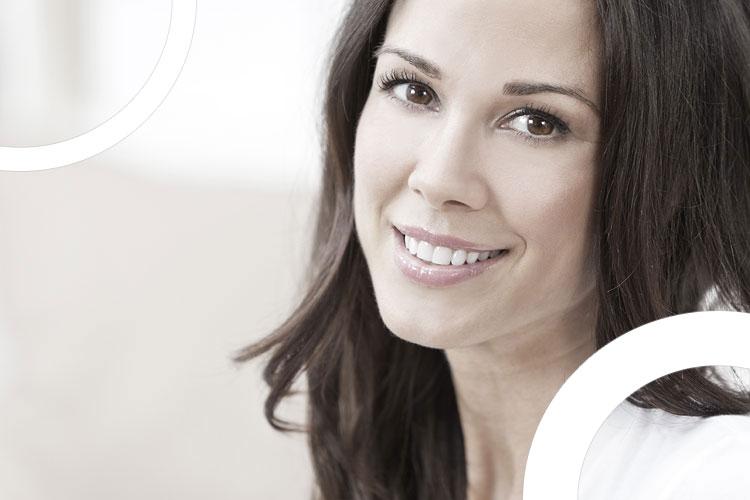 illustration femme qui sourit